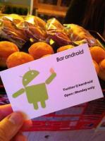 Un bar spécial Android dans le quartier de Shibuya