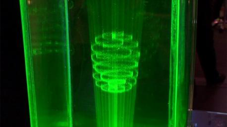 Dispositif d�affichage 3D qui projete 50 000 points dans un espace 3D