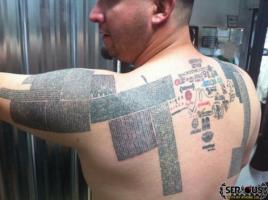 L'être humain aux 14999 URL en tatouage