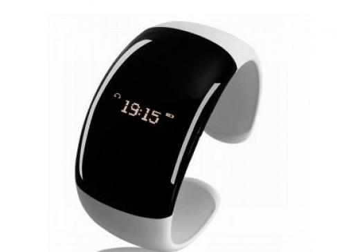 Montre et bracelet, la high-tech fashio victime