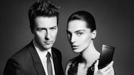Edward Norton et Daria Werbowy: le Prada 3.0 par LG