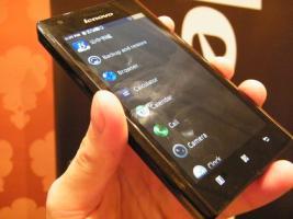 Lenovo K800: 1er smartphone sous Intel