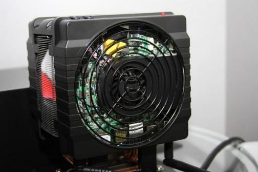 Cooler master invente le PC dans le PC avec son Hyper 212+